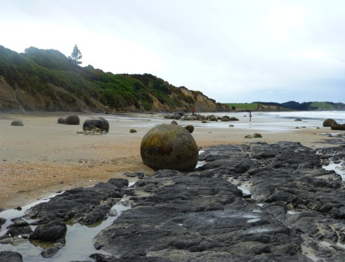Moeraki Boulders 3