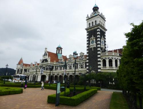 am Bahnhof von Dunedin
