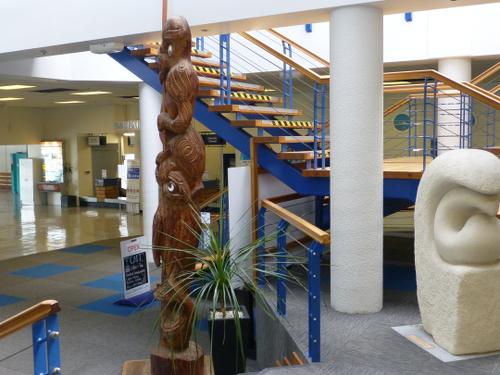 Picton, NZ, Skulpturen im Fährterminal