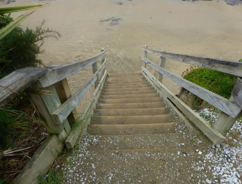 Treppe zum Strand bei den Moeraki Boulders