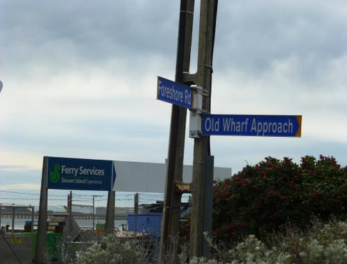 Bluff am Hafen, Wegweiser zur Fähre