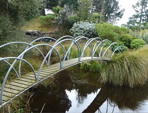 Lignite-Pit Scenic Stop, Brücke zur Insel im See