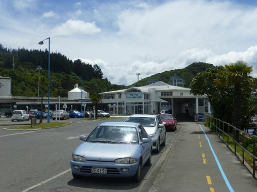 am Fährterminal im Hafen von Picton