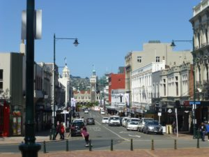 Dunedin, Neuseeland, Weit weg Reisen Stuart Street, Blick zum Bahnhof