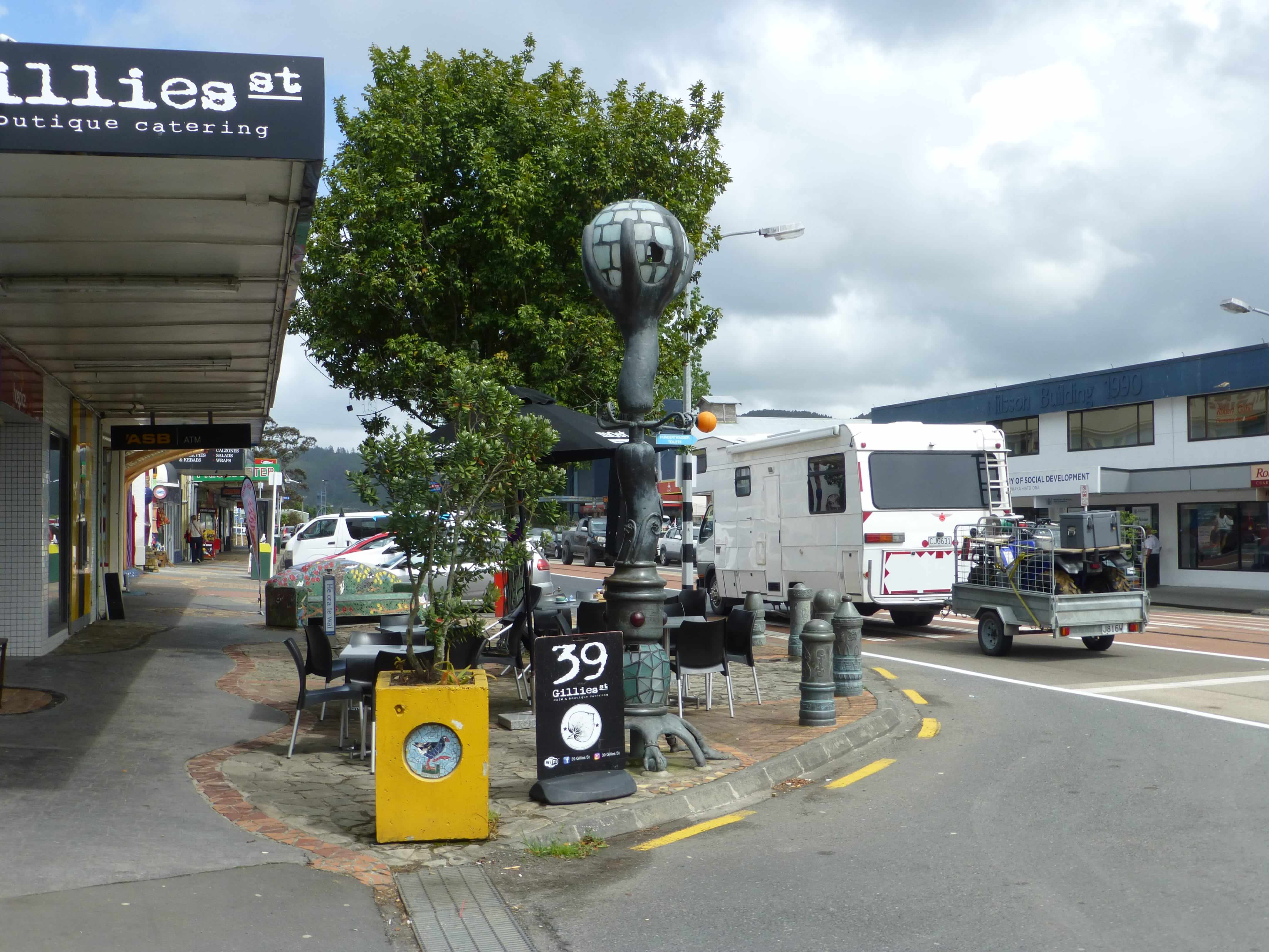 weit-weg.reisen, die Hundertwasser Toilette in Kawakawa 11