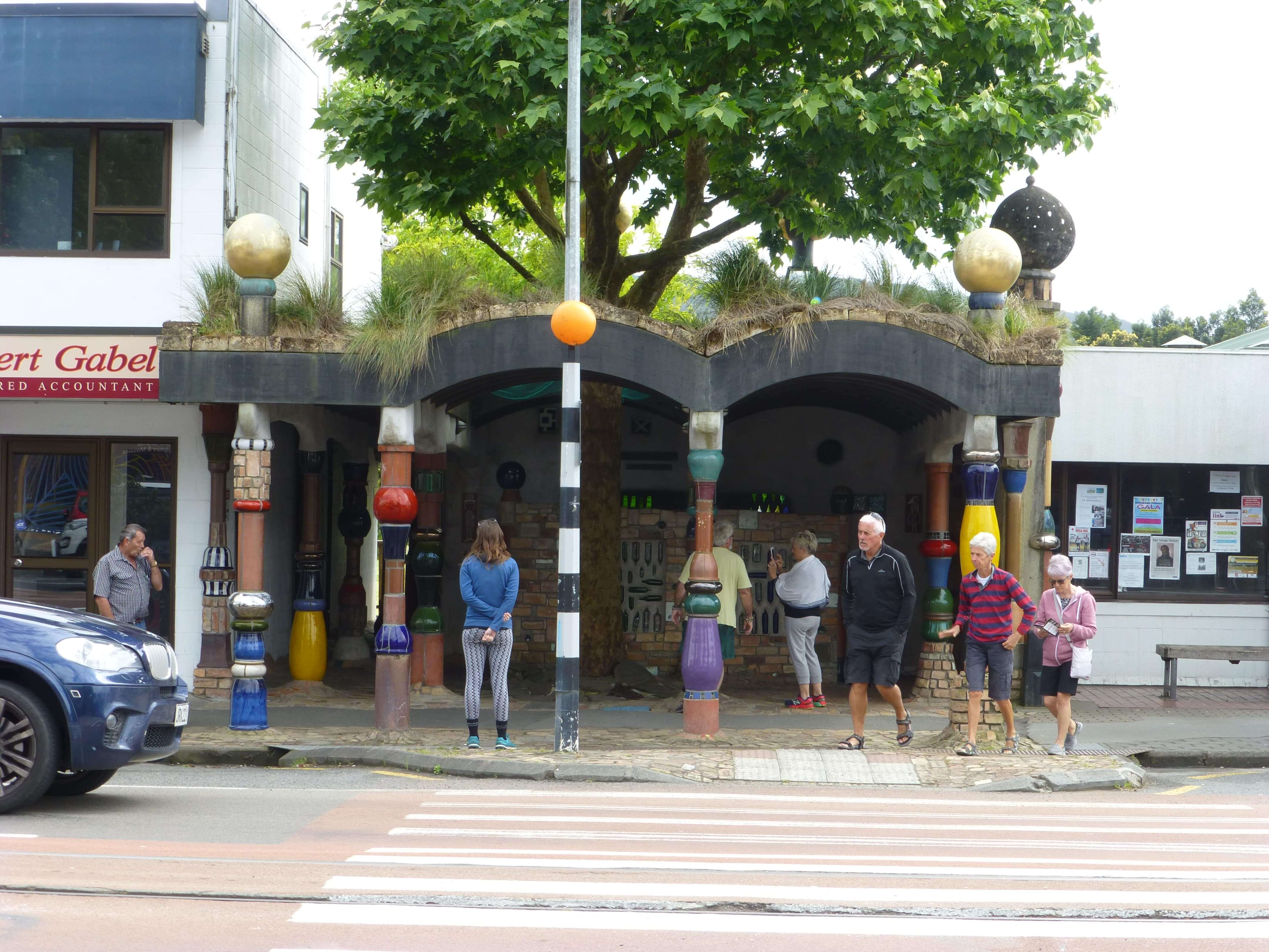 weit-weg.reisen, die Hundertwasser Toilette in Kawakawa 6