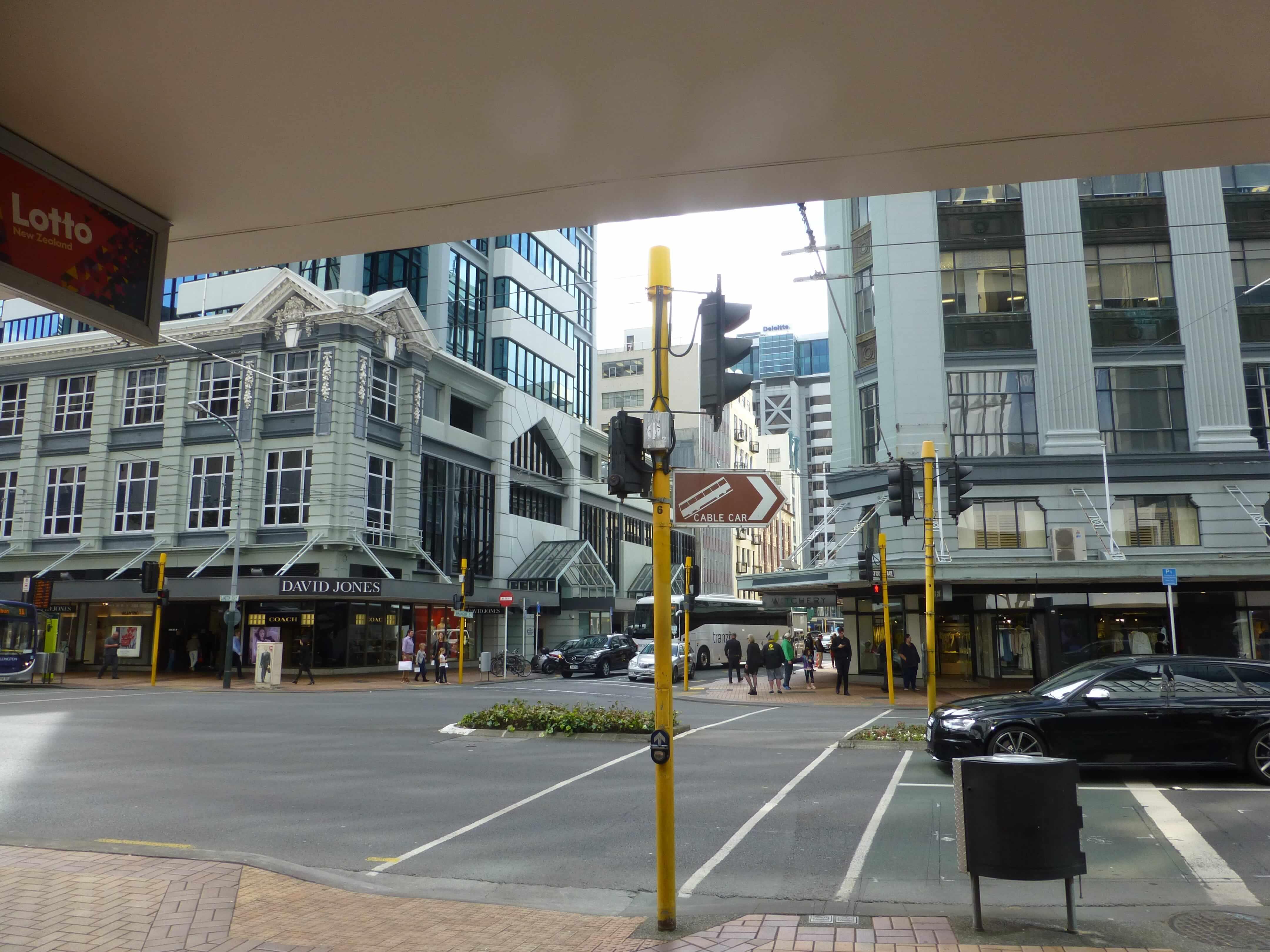 in Wellington vor der Cable Car Station, Weit-weg.reisen