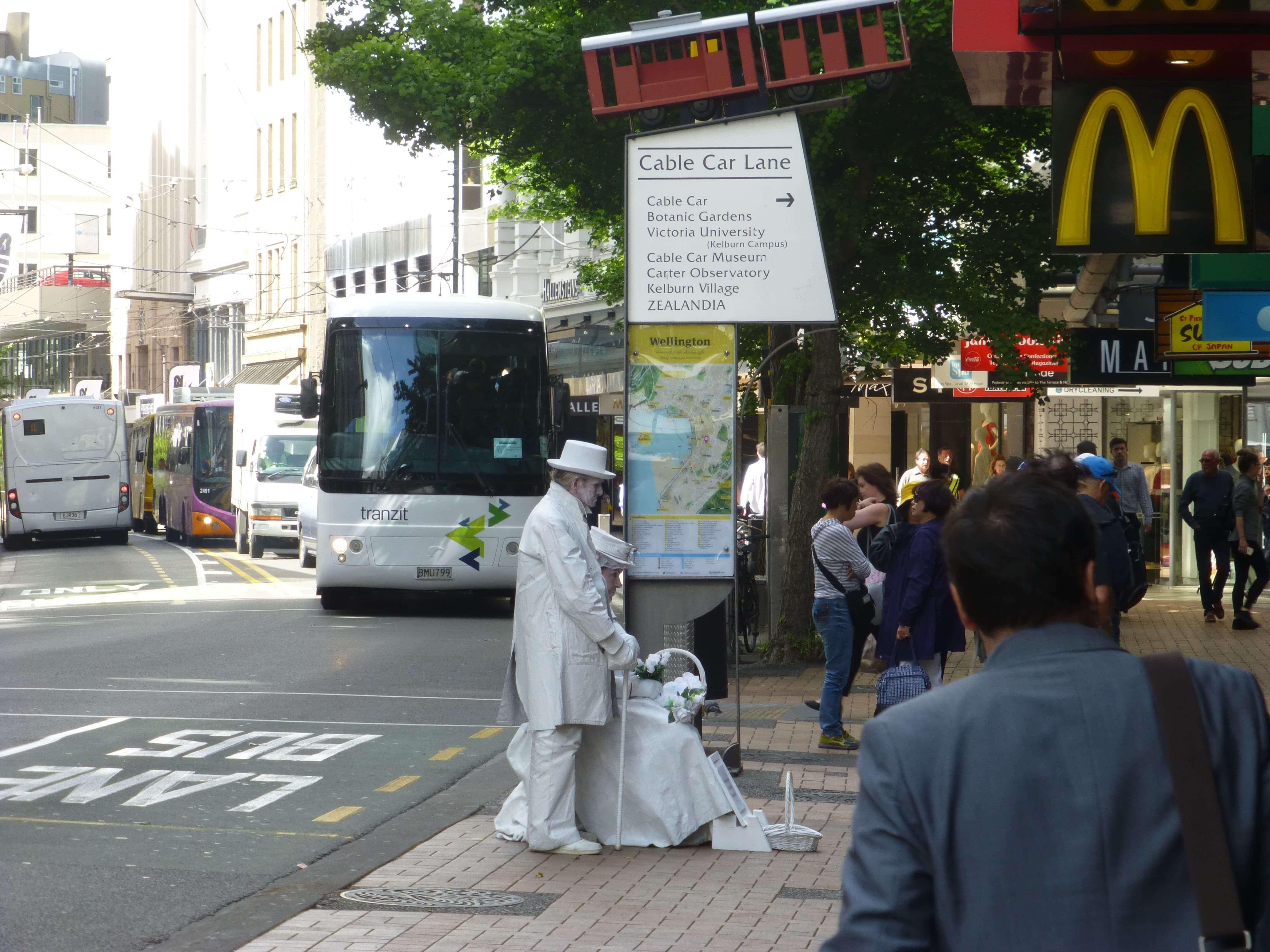 in Wellington vor der Cable Car, Weit-weg.reisen 3