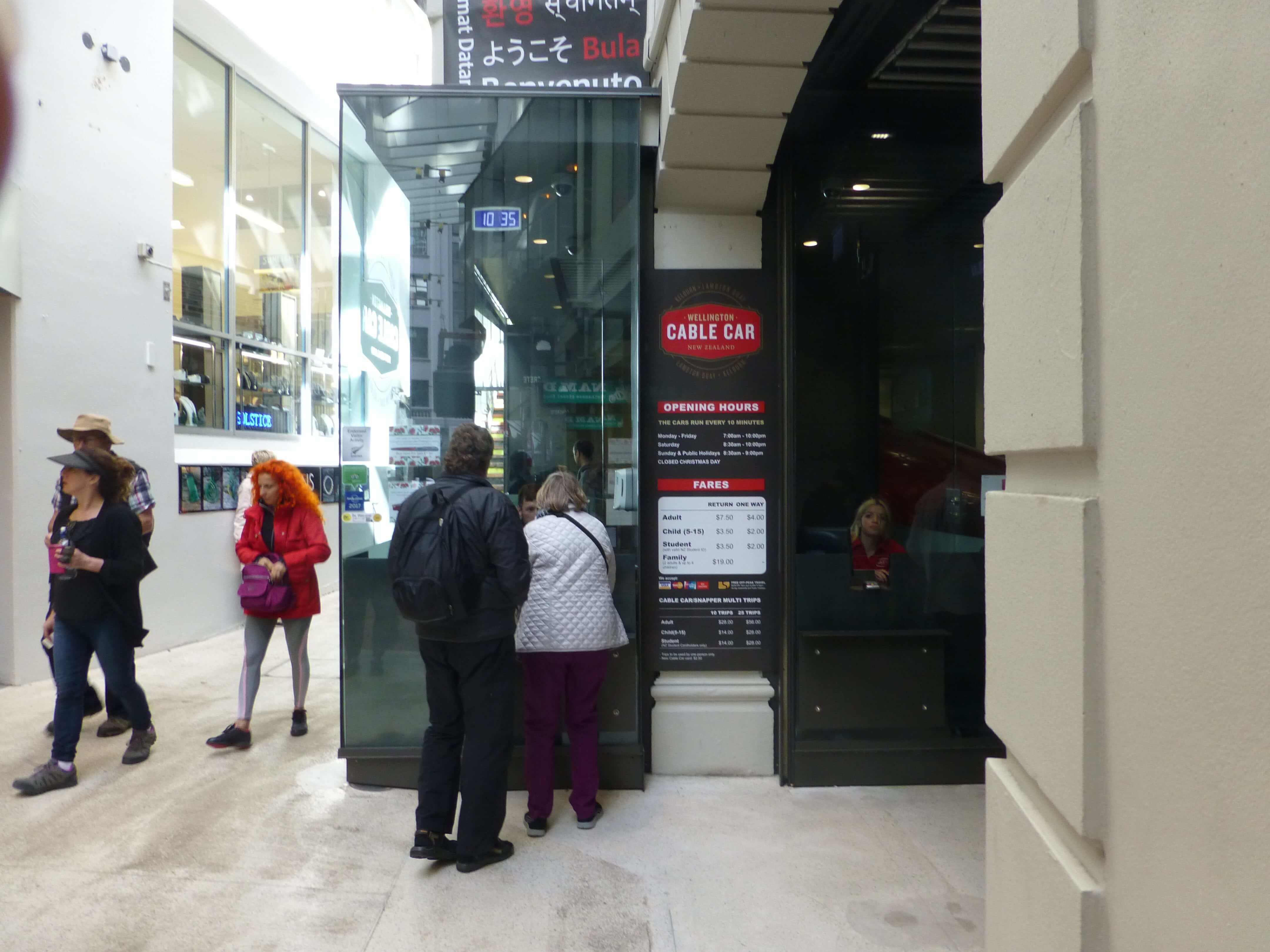 in Wellington vor der Cable Car, Weit-weg.reisen 6