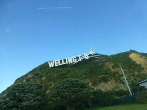 am Wellington Sign, Neuseeland, Weit-weg.reisen 1